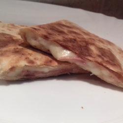 sonkás sajtos quesadilla