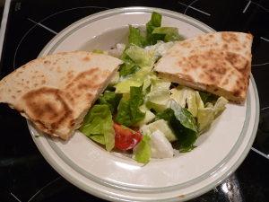 sonkas sajtos quesadilla salátával