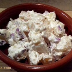 majonézes krumplisaláta lilahagymával