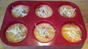 zöldséges tojás muffin sütés előtt
