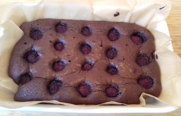 málnás brownie tepsiben