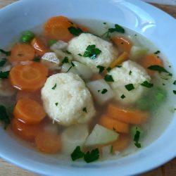 zöldséges sajtgombóc leves