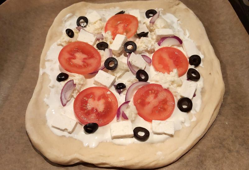 görög pizza sütés előtt