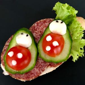 téliszalámis szendvics katica